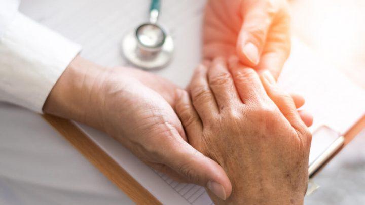 Ушиб сустава пальцев рук: причины и как его лечить
